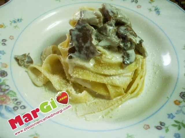 Fettuccine con crema di funghi primi piatti veloci for Primi piatti di pesce veloci