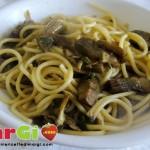 Spaghetti con capperi e carciofi