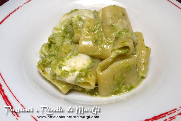 Calamarata con crema di asparagi e mozzarella