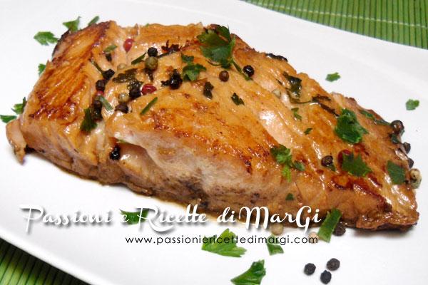 Salmone fresco in padella con pepe