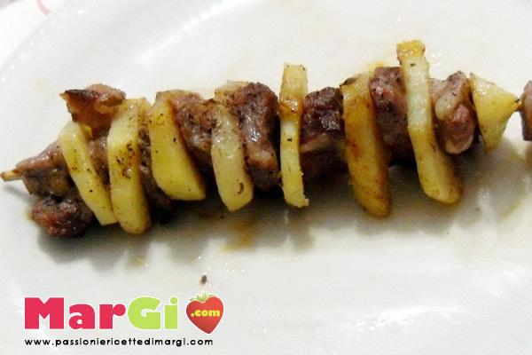 Spiedini di carne con patate