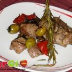 Coniglio con funghi e olive