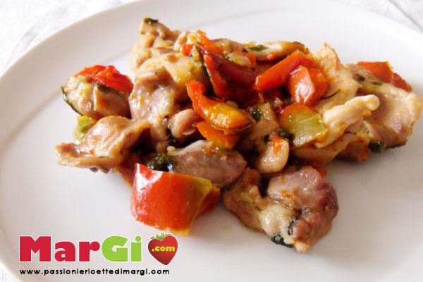 Cosce di pollo con peperoni in padella