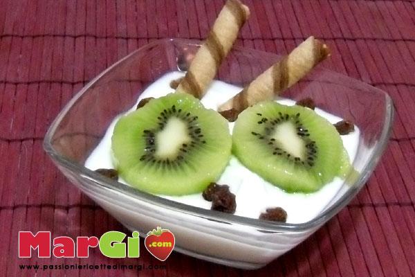 Yogurt con kiwi ed uva passa
