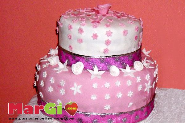 torta di compleanno a due piani