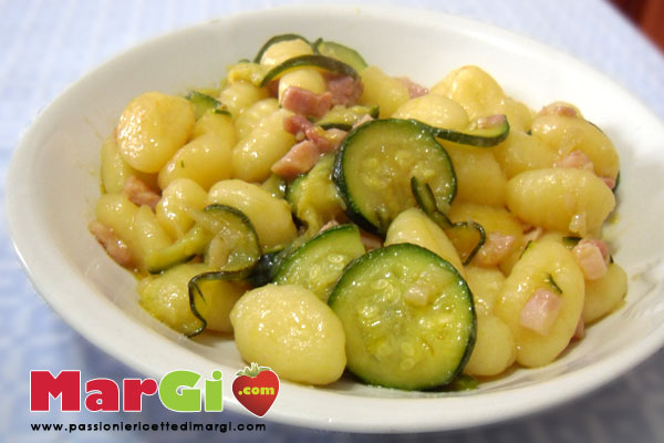 gnocchi con zucchine e pancetta