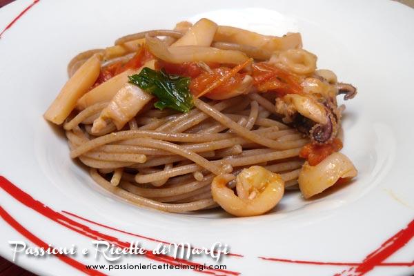 spaghetti al farro con sugo di seppioline