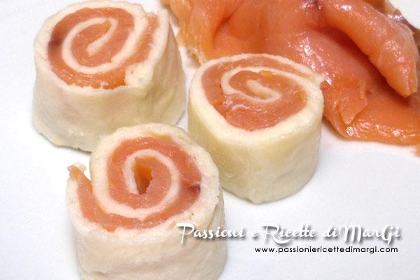 Rotolo di mozzarella con salmone affumicato