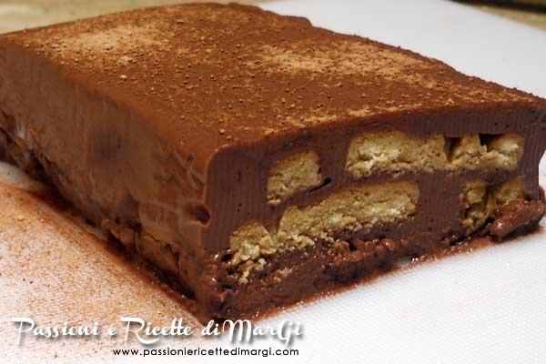Torta di budino con biscotti
