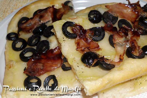 Pizza con patate e prosciutto cotto