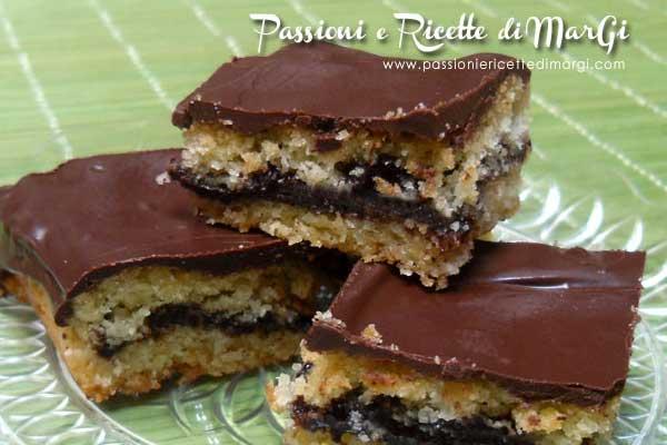 Quadrotti di pasta frolla con cioccolato