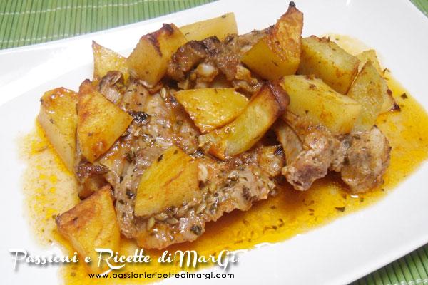 Costolette di agnello al forno con patate speziateCostolette di agnello al forno con patate speziate