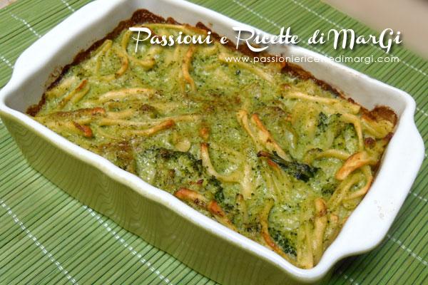 Pasta con crema di broccoli e gorgonzola
