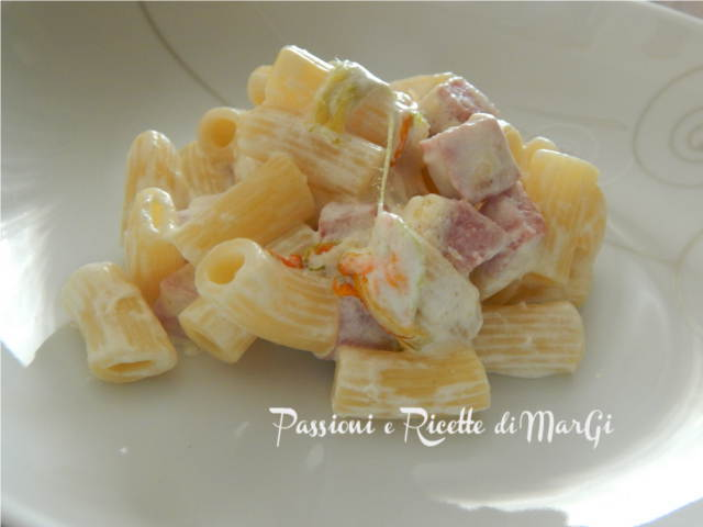 pasta con fiori di zucca panna e prosciutto