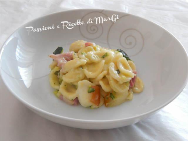 pasta con zucchine prosciutto e scamorza