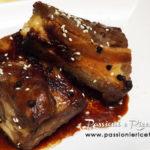 Costine di maiale glassate con miele e salsa di soia