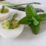 uova ripiene con crema di asparagi