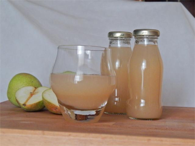 Succo di frutta alla pera fatto in casa