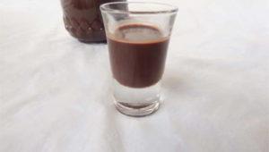 liquore al cioccolato senza panna e senza latte