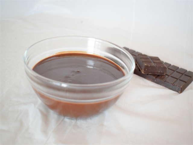 Salsa al cioccolato per profiteroles