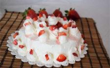 torta panna e fragole finta