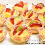 Tartellette alla crema e frutta fresca